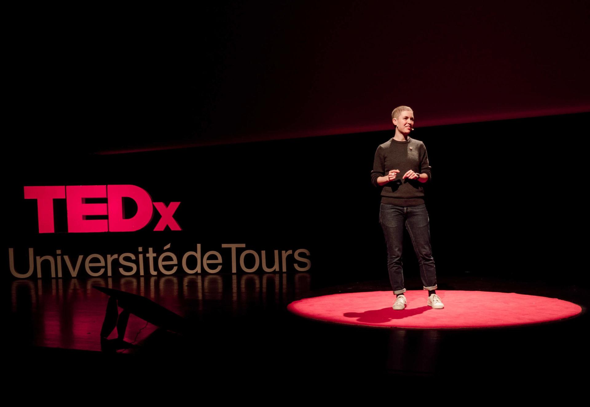 redéfinir la réussite des entreprises. TEDx Julia Faure.